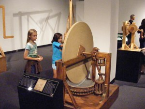 Playing with Leonardo da Vinci Machines