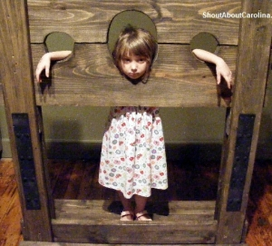 In the pillory goes the little thief
